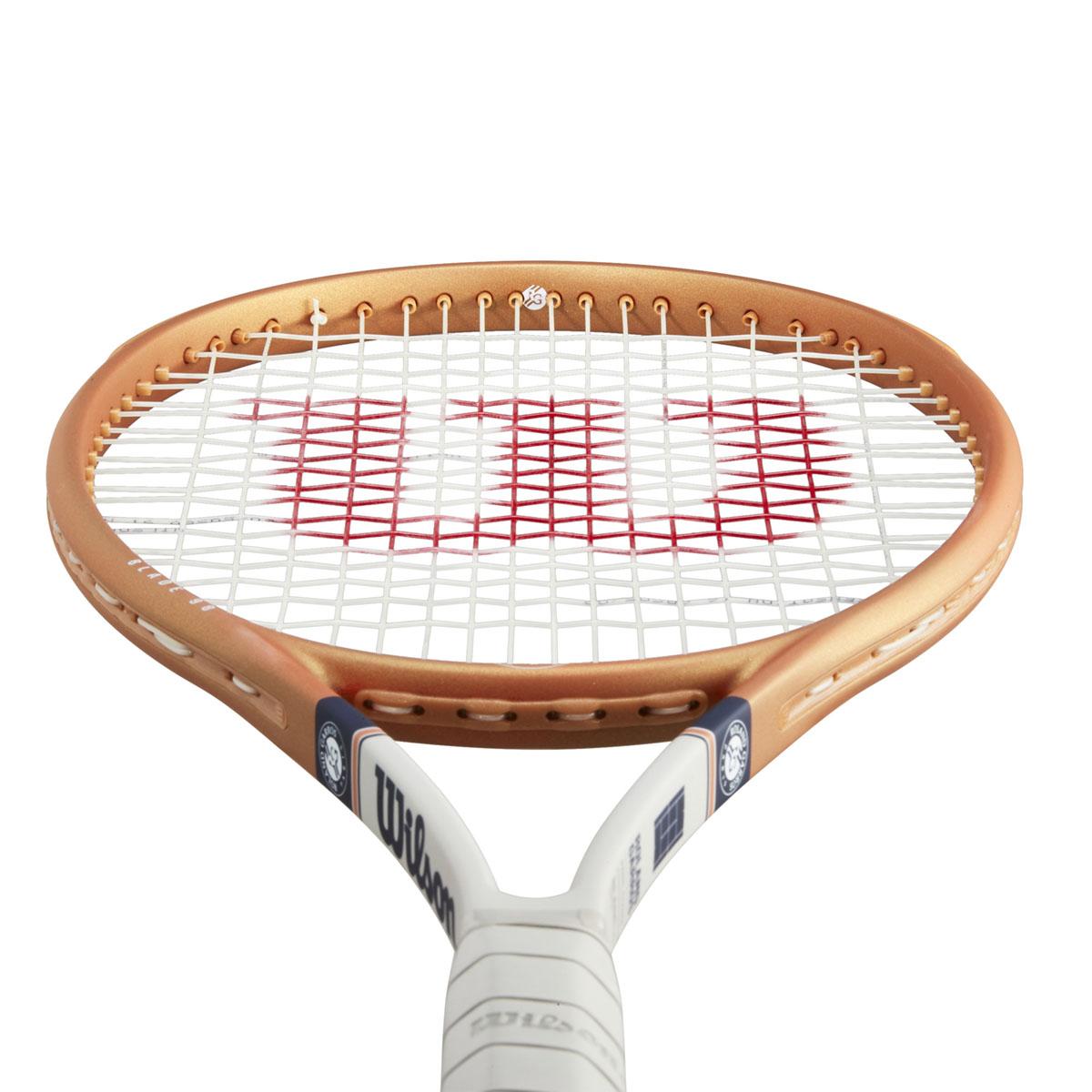 WR068611U_3_Blade_98_16x19_Roland_Garros_OR_BU_GY.png.cq5dam.web.2000.2000